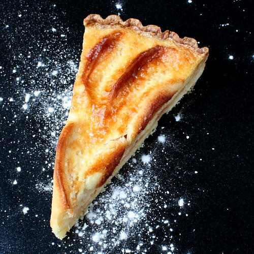 Anthony Bourdain's tarte alsacienne with apples