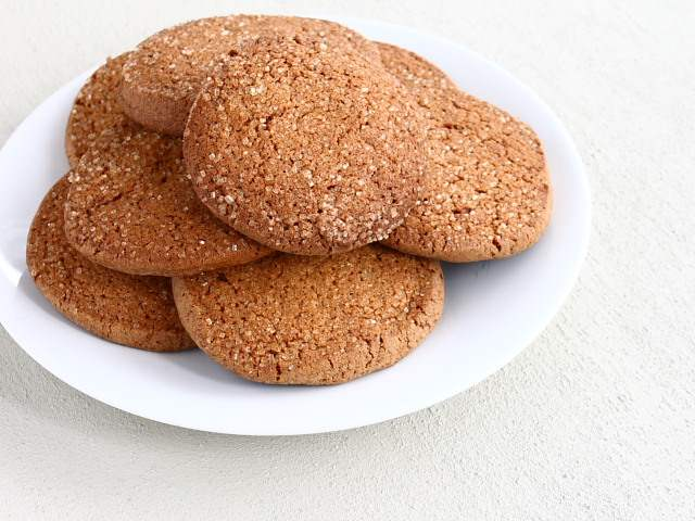 Gingersnap biscuits or cookies
