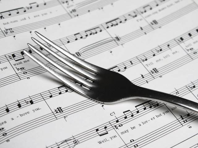 Bad music in restaurants, or how should a restaurant choose its background music.