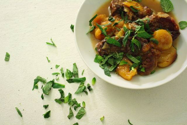 Neck of lamb with apricots and cinnamon